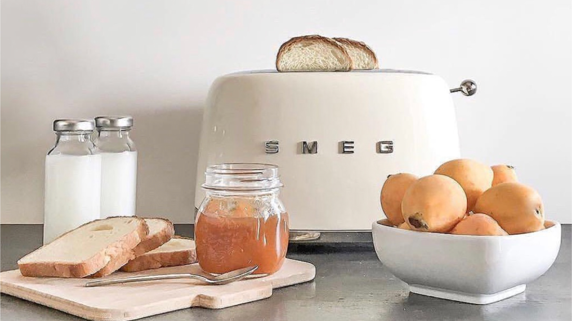 The Smeg Toaster Can Do More Than You Think